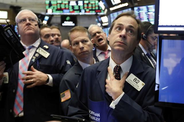 Wall Street a chuté mardi à la clôture, déstabilisée à nouveau par la fébrilité... (Photo Richard Drew, AP)