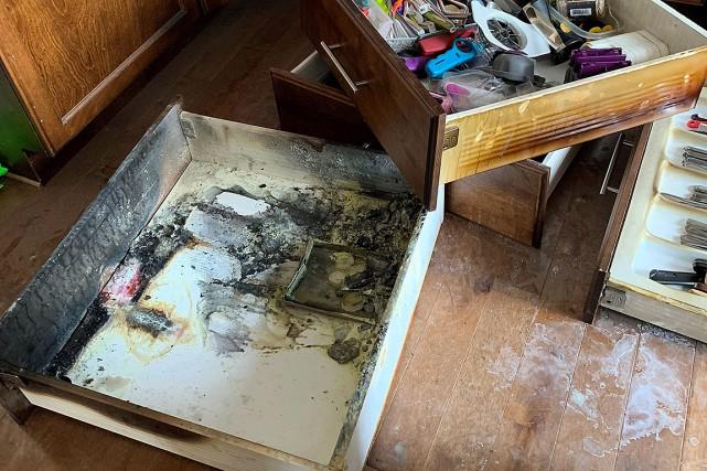 les piles une bombe dans vos tiroirs de cuisine kevin bissett maison. Black Bedroom Furniture Sets. Home Design Ideas