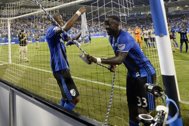 Rod Fanni et Bacary Sagna... (Photo Eric Bolte, USA TODAY Sports)