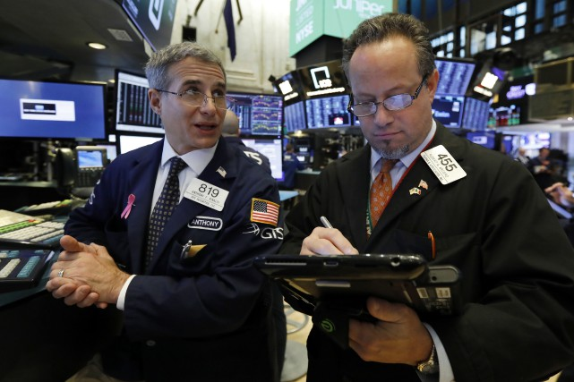Le Dow Jones prenait 0,58 % et le NASDAQ... (Photo Richard Drew, AP)
