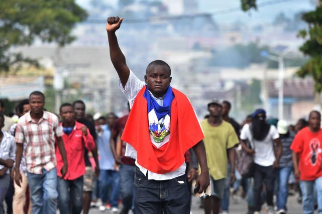 Depuis dimanche 18novembre, Haïti est sous tension suite... (PHOTO AFP)