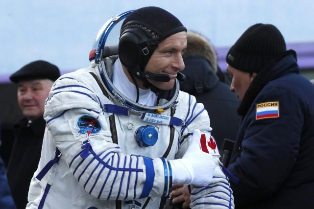 La fusée Soyouz qui transporte l'astronaute canadien David Saint-Jacques s'est...