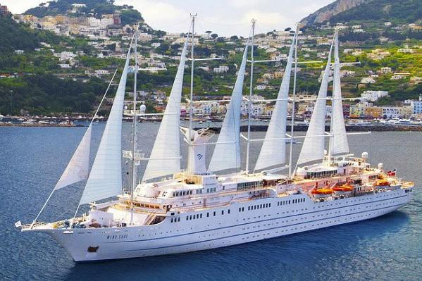 Le navire Wind Surf a accosté dimanche à... (Photo tirée du site web de Windstar)