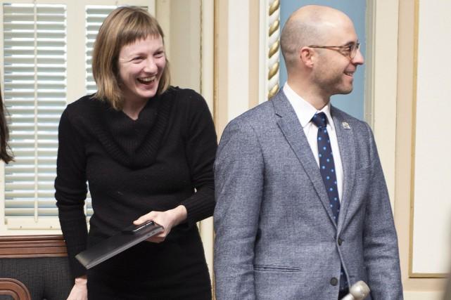 Catherine Dorion et Sol Zanetti avant la période... (Photo Jacques Boissinot, La Presse canadienne)