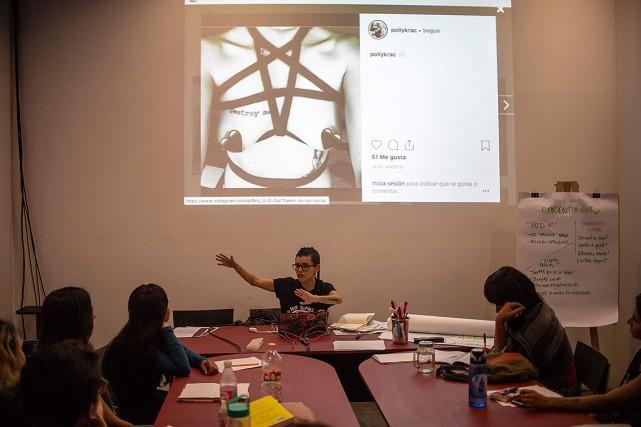 Gratuit, l'atelier intitulé «Je sexte, et toi?» est... (Photo PEDRO PARDO, AFP)