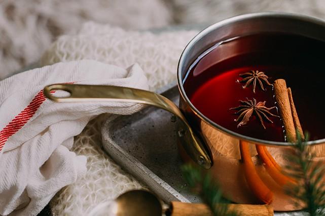 Le temps des Fêtes comporte son lot de traditions. Parmi celles-ci, le vin...