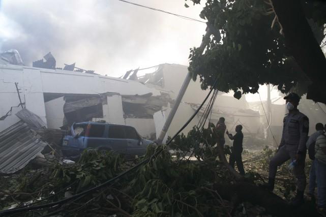 Le bilan de l'explosion de gaz mercredi dans une usine de plastique à... (Photo Tatiana Fernandez, AP)