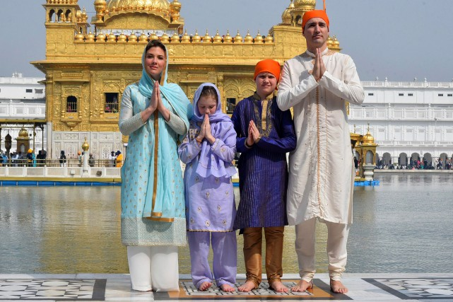 La famille Trudeau à Amritsar, en Inde, en... (PHOTO FOURNIE PAR LE PUBLIC RELATIONS OFFICE GOVT. OF PUNJAB)