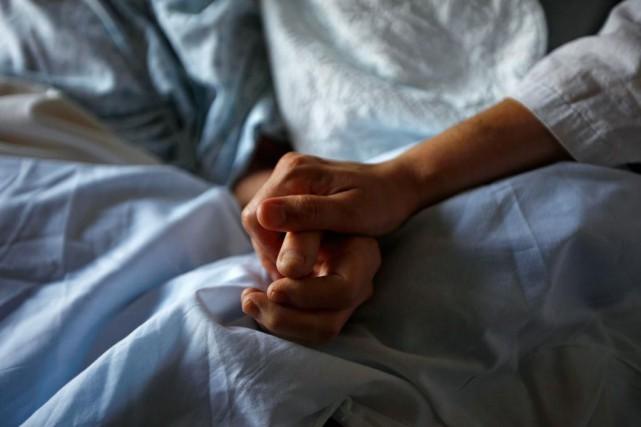 Le nombre de personnes qui onteu recours à l'aide médicale à mourir (AMM) au... (Photo SHAUN BEST, archives REUTERS)