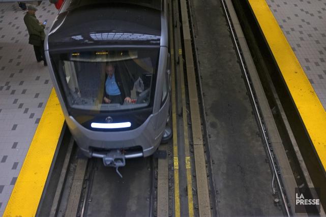 Une Alerte A La Bombe Perturbe Le Service Sur Deux Lignes De Metro