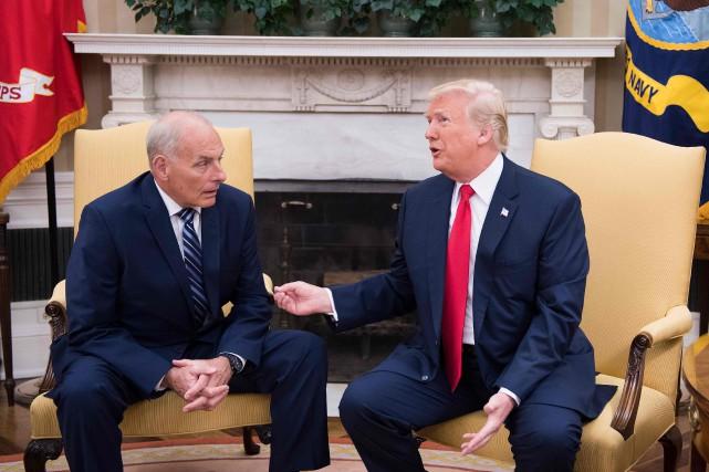 Le secrétaire général de la Maison-Blanche JohnKelly et... (Photo JIMWATSON, archives AFP)