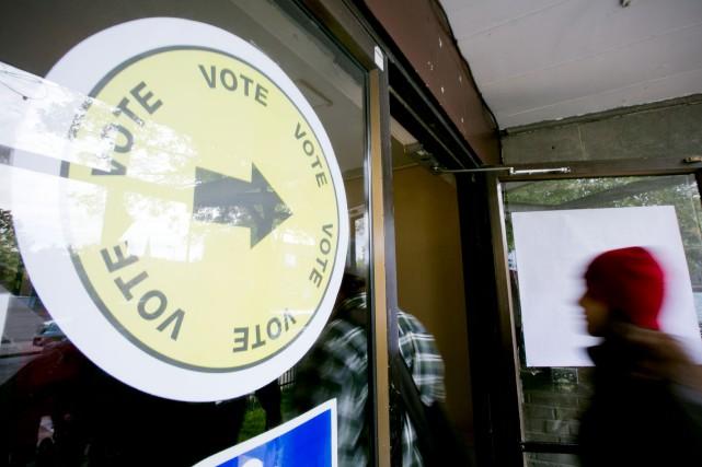 Seuls 2,5% des électeurs se sont rendus au bureau de vote dimanche lors du... (ARCHIVES LA PRESSE)