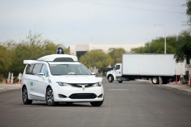 Une Chrysler Pacifica Waymo autonome retourne aux ateliers... (Photo CAITLIN O'HARA, REUTERS)