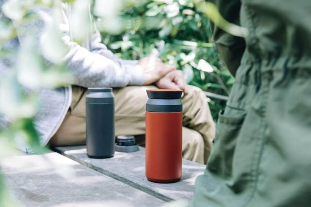 Les tasses isolantes Kinto se vendent comme des... (Photo tirŽe du site cafune.ca)