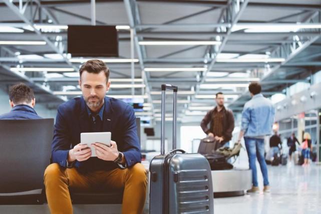 Certains aéroports proposent des forfaits payants en plus... (Photo Getty Images)