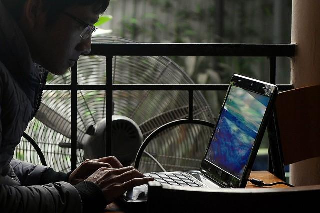 Le texte contraint les entreprises internet à retirer... (Photo HOANG DINH NAM, AFP)