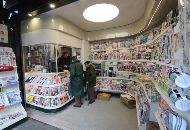 Les journaux français Les Échos, Le Monde, L'Humanité... (Photo JACQUES DEMARTHON, archives AFP)