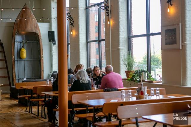 Le McKiernan, immense cafétéria dans un immeuble industriel... (Photo David Boily, archives La Presse)