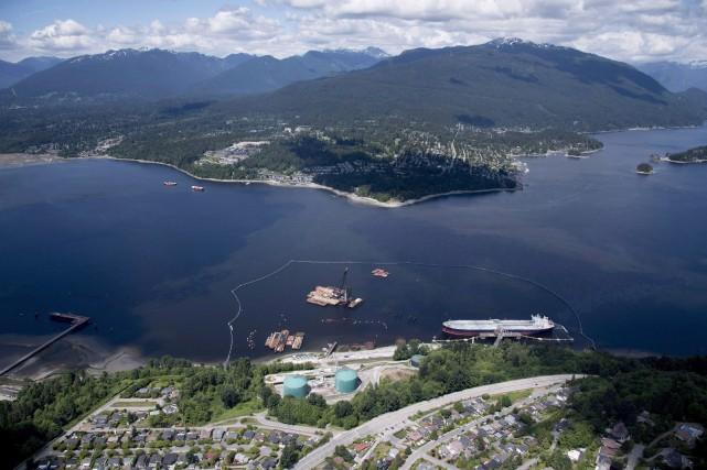 L'élargissement de l'oléoduc permettrait de tripler la quantité... (Photo JONATHANHAYWARD, La Presse canadienne)