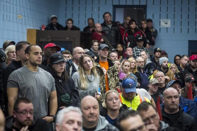 Des travailleurs de l'usine GM-Oshawa le 26 novembre,... (Photo Eduardo Lima, Presse Canadienne)