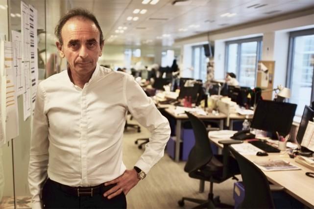 Le chroniqueur français Eric Zemmour dans les bureaux... (Photo Jean-Christophe Laurence, La Presse)