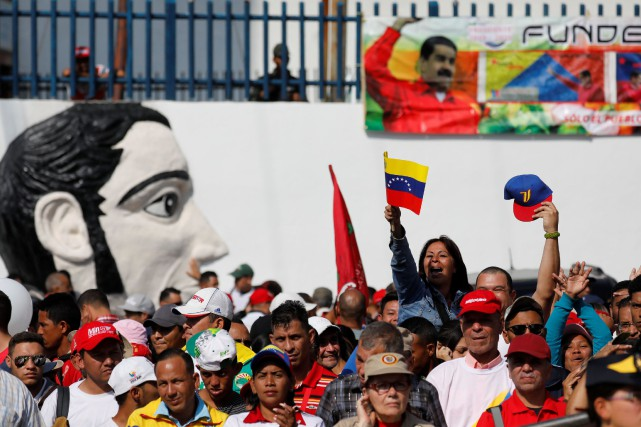 Des partisans du président vénézuélien Nicolas Maduro à... (Photo STRINGER, REUTERS)
