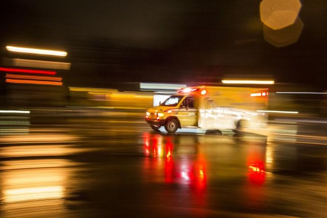 Un octogénaire luttait pour sa vie samedi soir après avoir été happé par un... (Photo archives La Presse)