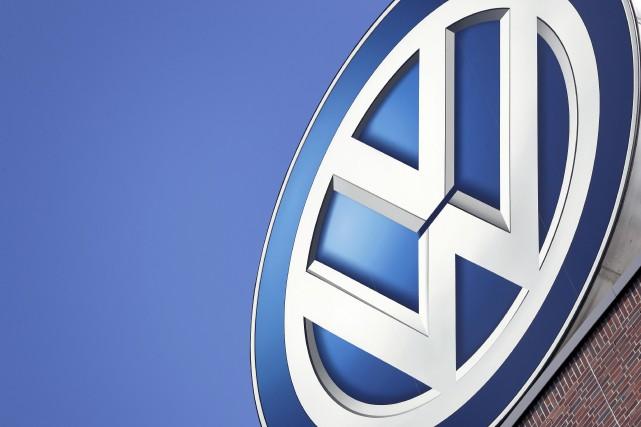 Lundi, Volkswagen a promis de créer 1000emplois supplémentaires... (Photo Michael Sohn, AP)