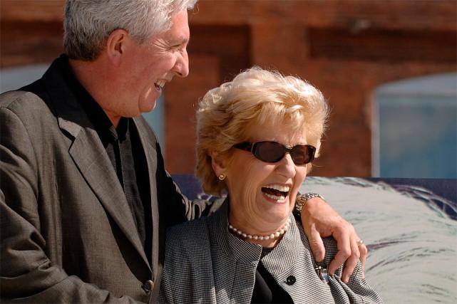 HélèneRowley Hotte avec son fils GillesDuceppe, en2006... (Photo Bernard Brault, archives La Presse)