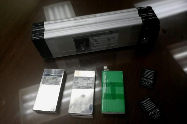 Des batteries expérimentales du fabricant bolivien YLB (Yacimientos... (Photo DAVID MERCADO, REUTERS)