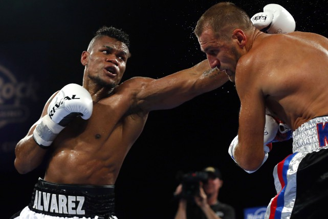 Eleider Alvarez (à gauche) a ravi le titre... (Photo Noah K. Murray, archives USA TODAY Sports)