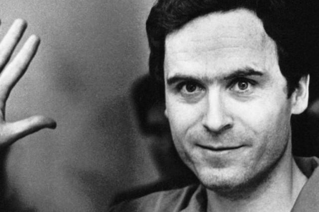 Le tueur en série Ted Bundy dansla série... (Photo fournie par Netflix)
