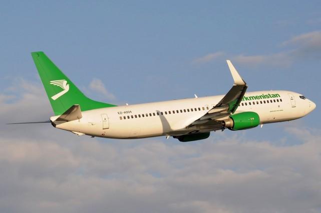 Des centaines de passagers se sont retrouvés bloqués au Royaume-Uni mardi après... (Photo tirée de la page Facebook de Turkmenistan Airlines)