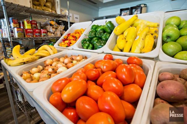 Les demandes d'aide alimentaire sont en hausse de... (photo PATRICK SANFAçON, archives LA PRESSE)