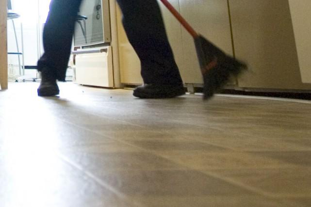 Plus de 12000travailleurs d'entretien ménager dans les édifices publics au... (Photo Ivanoh Demers, archives La Presse)
