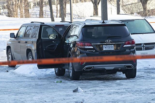 Les policiers de Laval ont découvert l'homme blessé... (PATRICK SANFAçon, la presse)