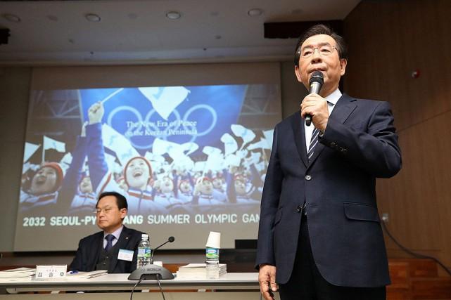 Le maire de Séoul, Park Won-soon, s'est adressé... (Photo Kim In-chul, Associated Press)