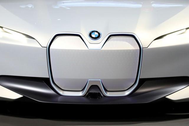 La calandre du prototype BMW iVision Dynamics, vue... (Photo Mike Blake, REUTERSLe)