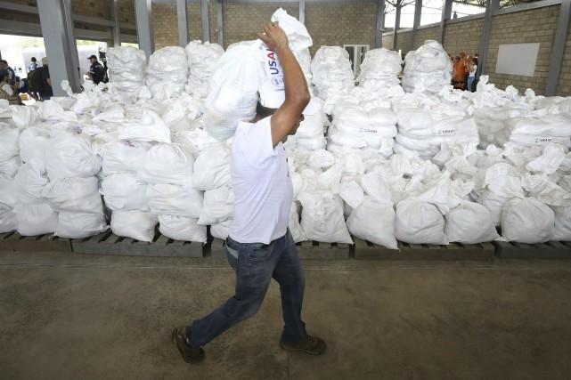 Plusieurs tonnes de médicaments, de nourriture et de... (PHOTO AP)
