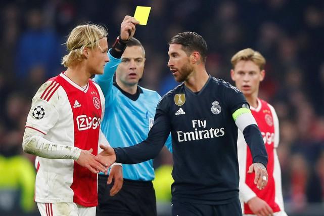 L'arbitre Damir Skomina a également décerné un carton... (PHOTO REUTERS)