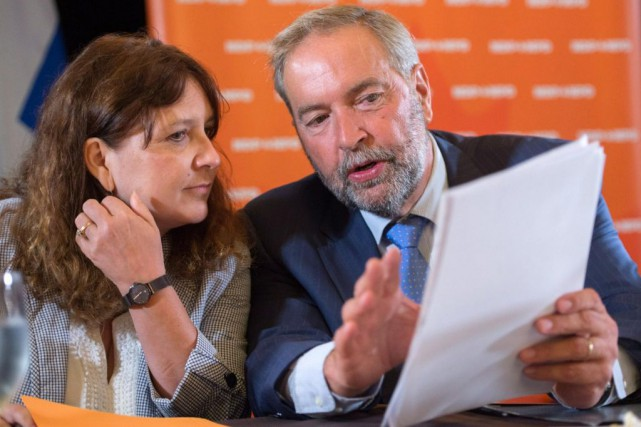 Marjolaine Boutin-Sweet,députée du NPD d'Hochelaga, au côté de... (PHoto Paul Chiasson, archives LA PResse canadienne)
