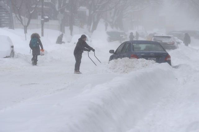 Le mauvais temps a rendu les conditions routières vraiment difficiles, lundi,... (PHOTO  ERICK LABBE, LE SOLEIL)