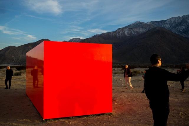 Ce volume rouge, posé au milieu de nulle... (PHOTO SARAH MONGEAU-BIRKETT, LA PRESSE)
