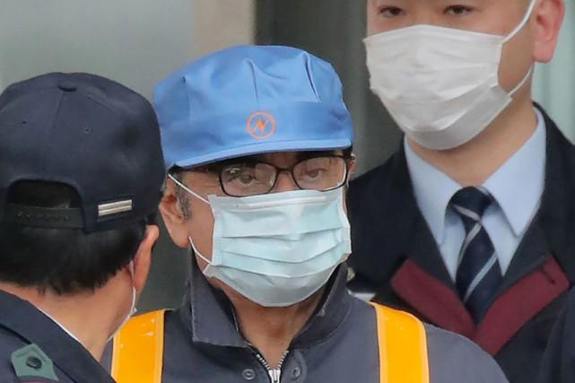Vêtu d'un blouson barré de bandes réfléchissantes orange,... (PHOTO JIJI PRESS, AFP)