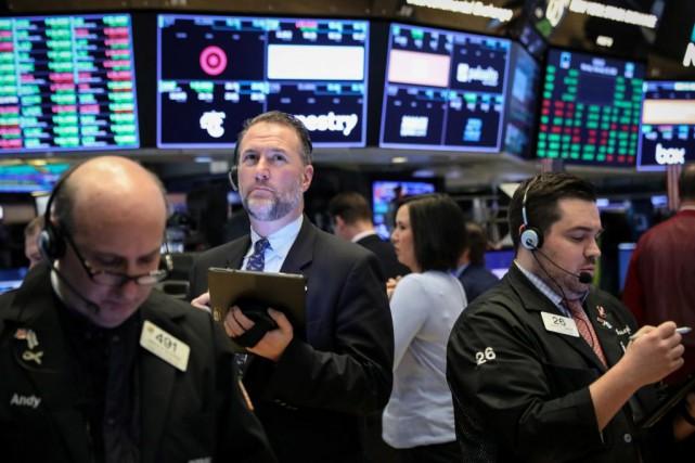 La volatilité des marchés a rendu plusieurs investisseurs... (PHOTOBRENDAN MCDERMID, REUTERS)