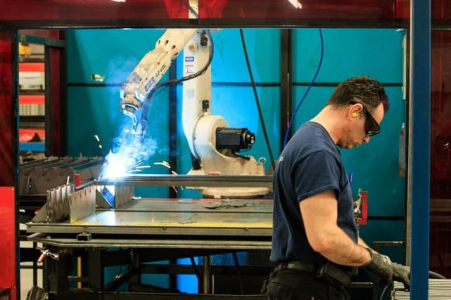 Certaines entreprises, notamment dans le secteur manufacturier, misent... (PHOTO HUGO-SÉBASTIEN AUBERT, LA PRESSE)