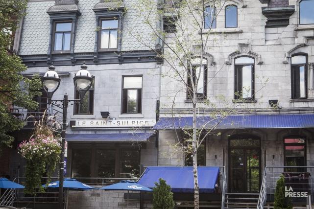 Le bar Saint-Sulpice sur la rue Saint-Denis, à... (PHOTO OLIVIER PONTBRIAND, ARCHIVES LA PRESSE)