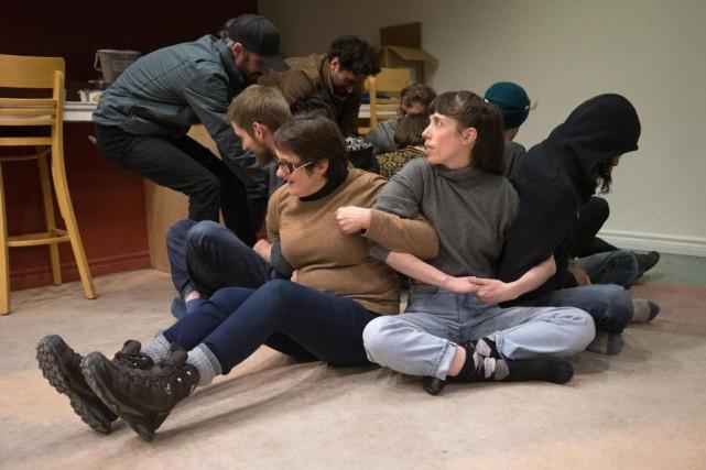 Lors d'une formation à la désobéissance civile, des... (PHOTO ROBERT SKINNER, LA PRESSE)