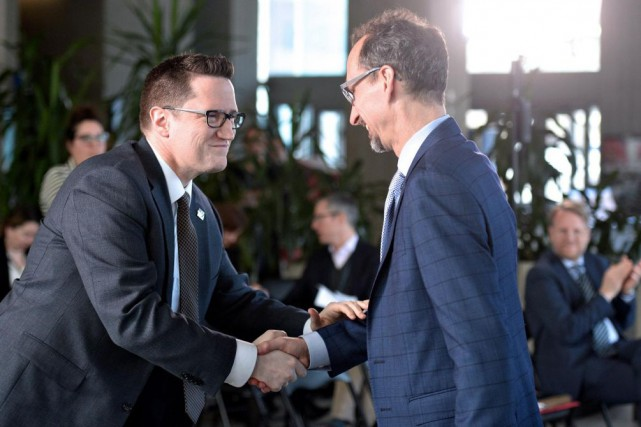 Benoit Charette,ministre de l'Environnement,a annoncé en compagnie d'Alain... (PHOTO ERICK LABBÉ, LE SOLEIL)