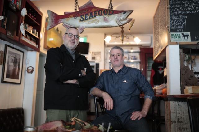 David McMillan et Frédéric Morin, co-propriétaires du restaurant... (PHOTO MARTIN CHAMBERLAND, ARCHIVES LA PRESSE)